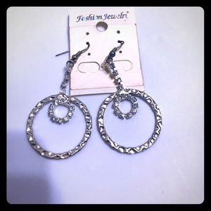 🔵 Silver tone rhinestone earrings